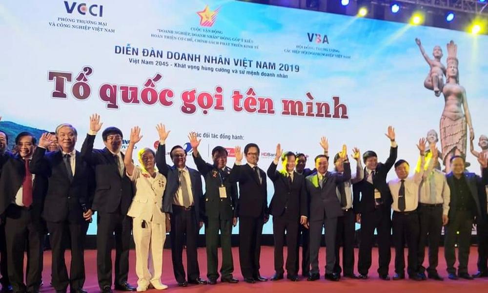 Đoàn doanh nhân hội viên VAA tham dự Diễn đoàn Doanh nhân 2019 do...