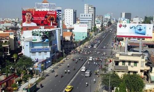 Nhiều ngân hàng tại Hà Nội vi phạm trong lắp dựng bảng quảng cáo