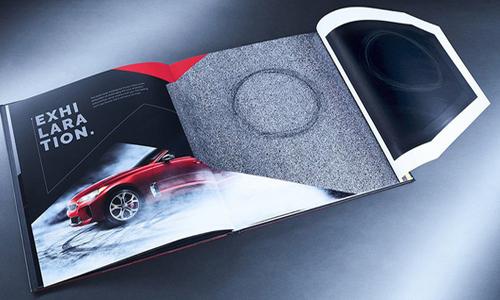 Sách quảng cáo ôtô của KIA có thể drift khét lẹt ngay trên trang giấy
