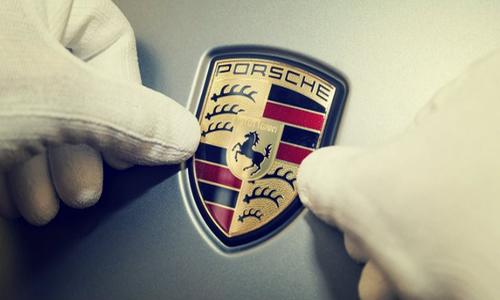 Các mẫu quảng cáo báo in ấn tượng nhất về hãng xe Porsche