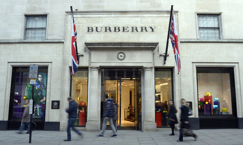 Burberry đốt 32 triệu USD sản phẩm để bảo vệ thương hiệu
