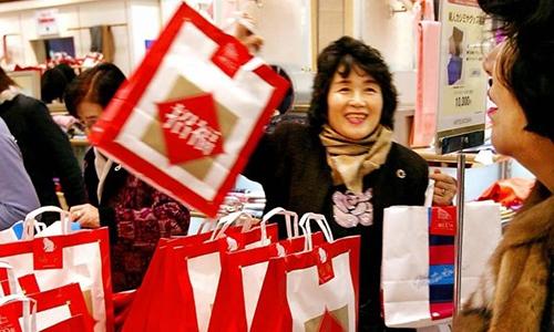Fukubukuro - chiếc túi may mắn bí ẩn khiến hàng nghìn người Nhật xếp hàng mua