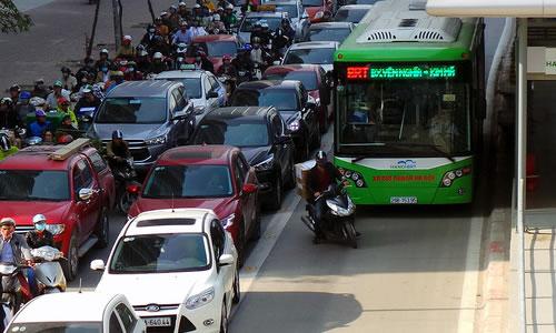 Giải trình của TP Hà Nội về mức giá đầu tư cho xe bus nhanh BRT