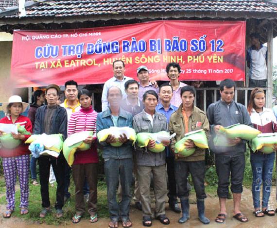 Hoạt động ý nghĩa của các Hiệp hội quảng cáo Hồ CHí Minh và Đà Nẵng giúp đỡ đồng bào bị ảnh hưởng bởi cơn bão số 12.