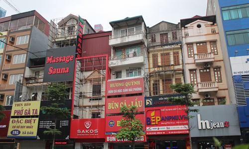Phố phường Hà Nội nhếch nhác vì bảng quảng cáo