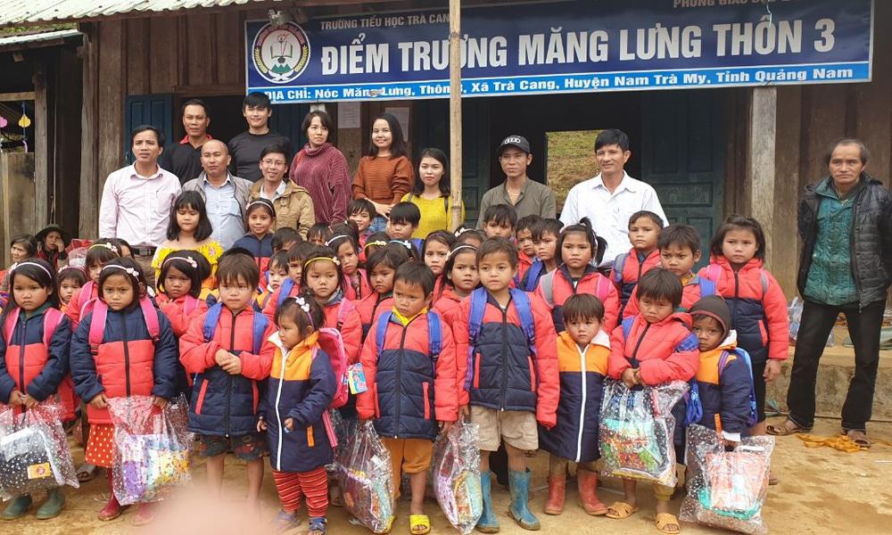 """Ấm áp """"Xuân yêu thương - Tiếp sức cùng em"""" tại huyện miền núi Nam Trà My, Đà Nẵng"""