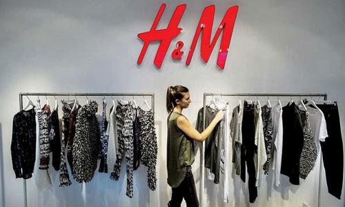 """H&M và chiến lược tiếp thị """"vô tình"""" lộ mẫu thiết kế"""