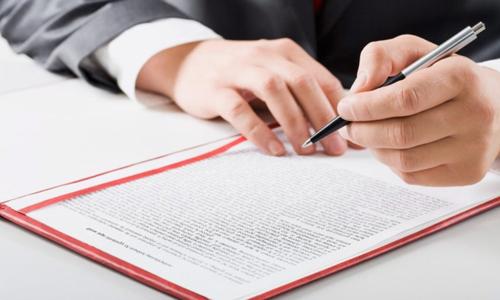Khi xây dựng công trình quảng cáo ở địa phương cần nộp những giấy tờ nào cho cơ quan có thẩm quyền cấp phép